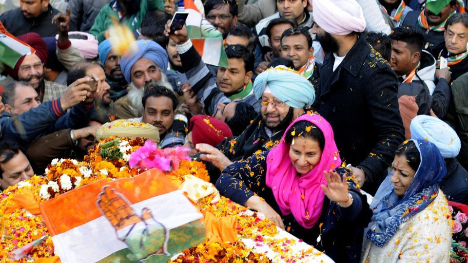 Punjab Pradesh Congress Committee President Captain Amarinder Singh along with his wife MLA Preneet Kaur wave to supporters at a road show in Patiala. (Bharat Bhushan/ HT PHOTO )
