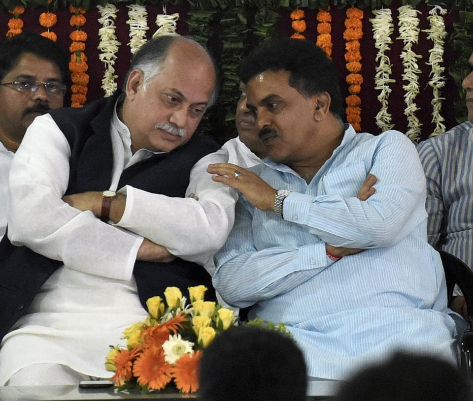 Senior Congress leader Gurudas Kamat, by sending an SMS to his followers had announced that he would distance himself from the election process owing to the 'negative approach' of Mumbai Congress chief Sanjay Nirupam.
