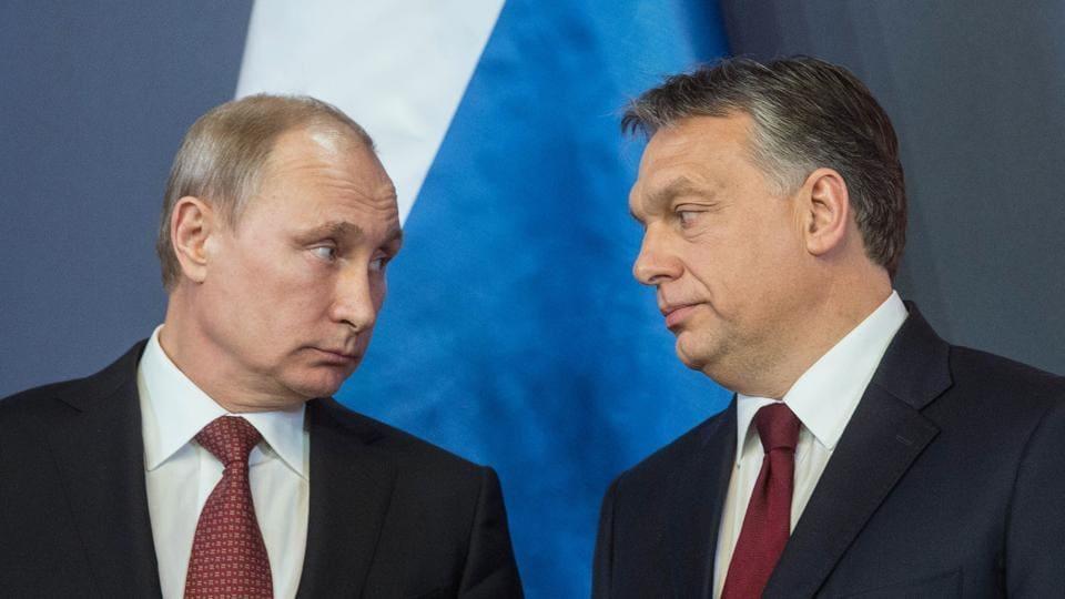 Russian President Vladimir Putin (L) and Hungarian Prime Minister Viktor Orban in 2015.