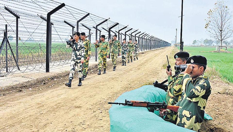 BSF jawans continue their vigil along the Indo-Pakistan International Border in Amritsar (HT Photo)