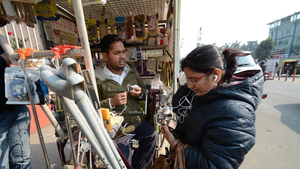 Mobile recharge shops in Uttar Pradesh sell  phone numbers of their female clients to men who use them for stalking, harassment and abuse. (Representative image)