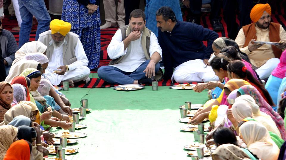 Rahul Gandhi eating in Sangrur.