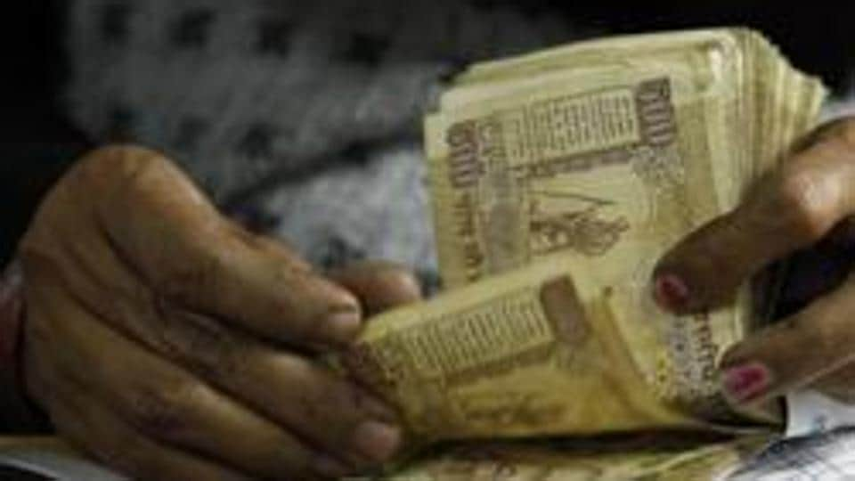 The government want to make holding, transfer and receiving of old Rs 500 and Rs 1000 currency notes a criminal offence.