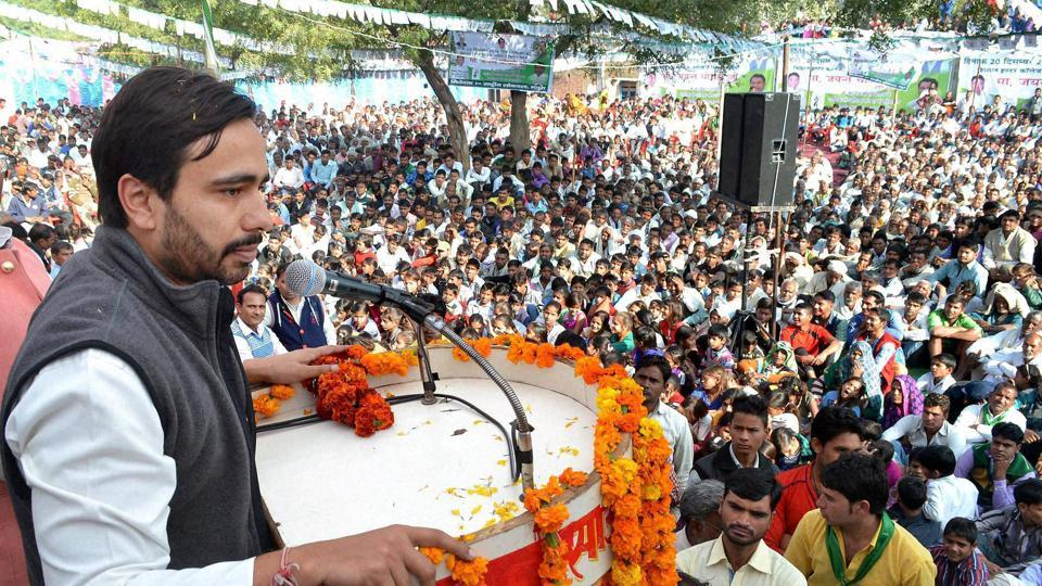 RLD leader Jayant Chaudhary addressing a public meeting in Nandgaon village.