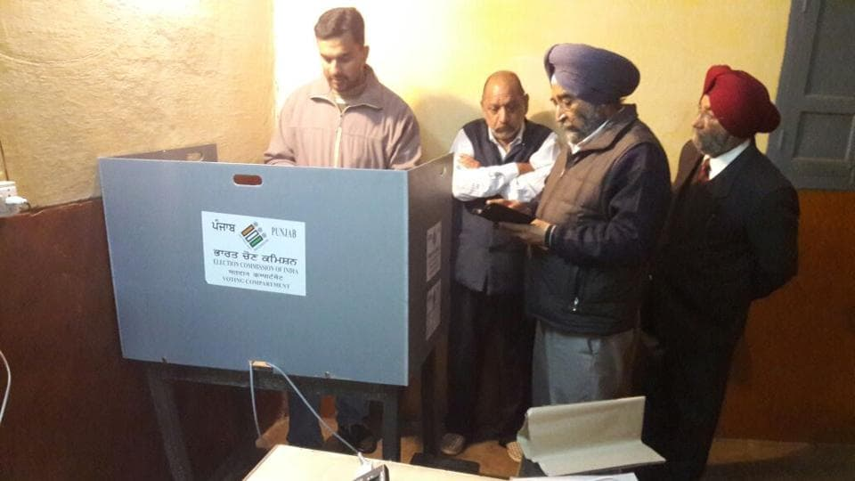 Polling officials work to fix glitch in Electronic Voting Machine in Jalandhar,Punjab. (Pardeep Pandit/HT Photo)