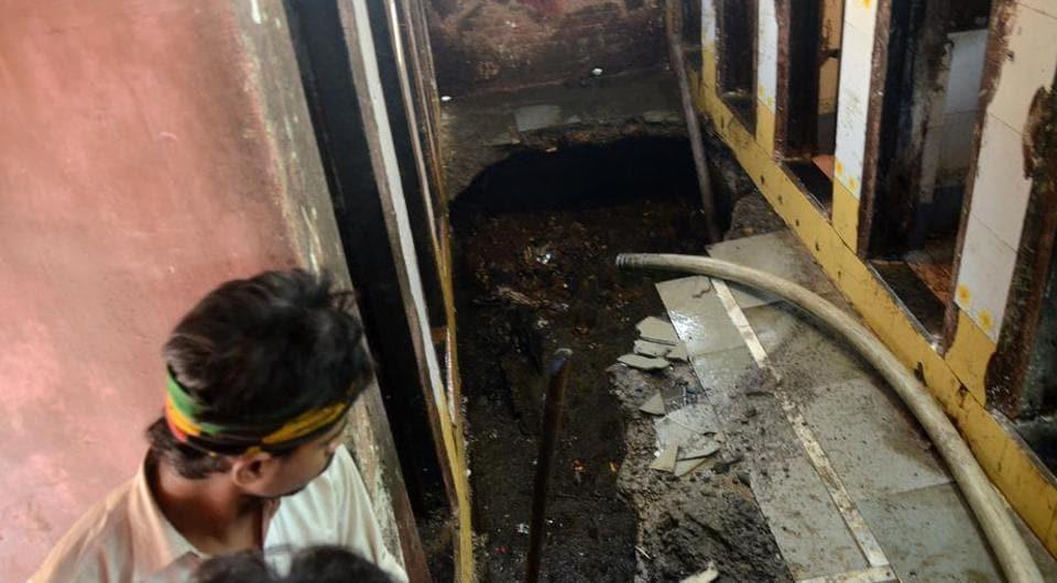 mumbai,mumbai news,toilet collapse in Mankhurd