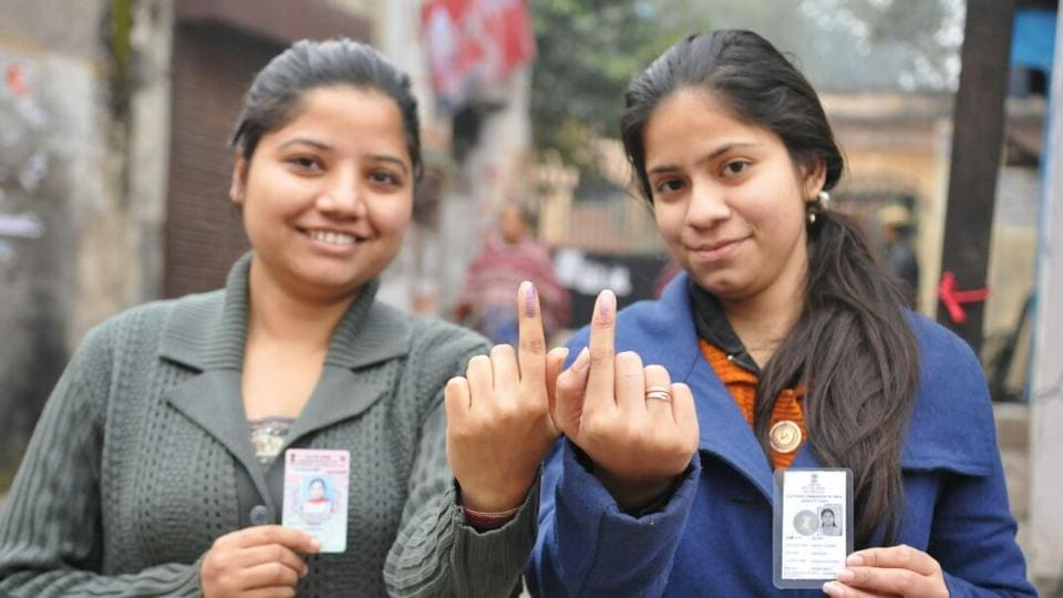 First time voters pose with indelible ink on their fingers in Jalandhar, Punjab. (Pardeep Pandit/HT Photo)