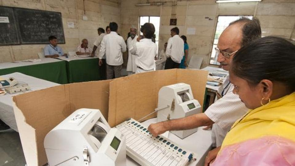 The paper-trail machine gives a receipt to the voter, verifying the vote went to in favour of the candidate against whose name the button was pressed on the electronic voting machine.