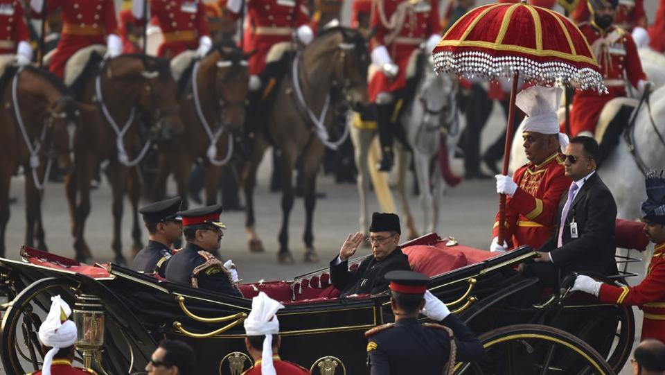 President Pranab Mukherjee, escorted by his bodyguards, arrives in a buggy to attend the Beating Retreat Ceremony at Vijay Chowk in New Delhi, India.  (Virendra Singh Gosain/HT PHOTO)