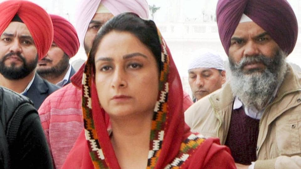 Union cabinet minister and SAD leader Harsimrat Kaur Badal seeking divine blessings at Golden temple on the eve of Punjab Assembly Elections.