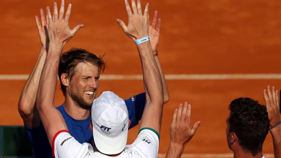 Italy won both their opening singles ties against Argentina in the Davis Cup World Group match, putting the defending champions on the brink of elimination.