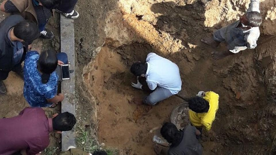 The remains of Udyan Das' parents being exhumed from a house in Raipur's Sundar nagar area.
