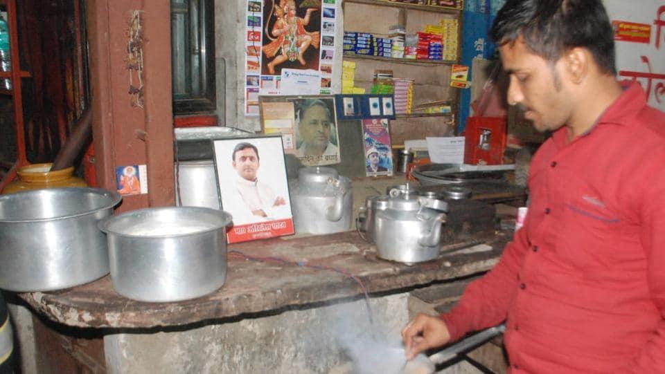 Samajwadi tea stall owner Mahesh Yadav preparing tea near Dashashwamedh Ghat in Varanasi.