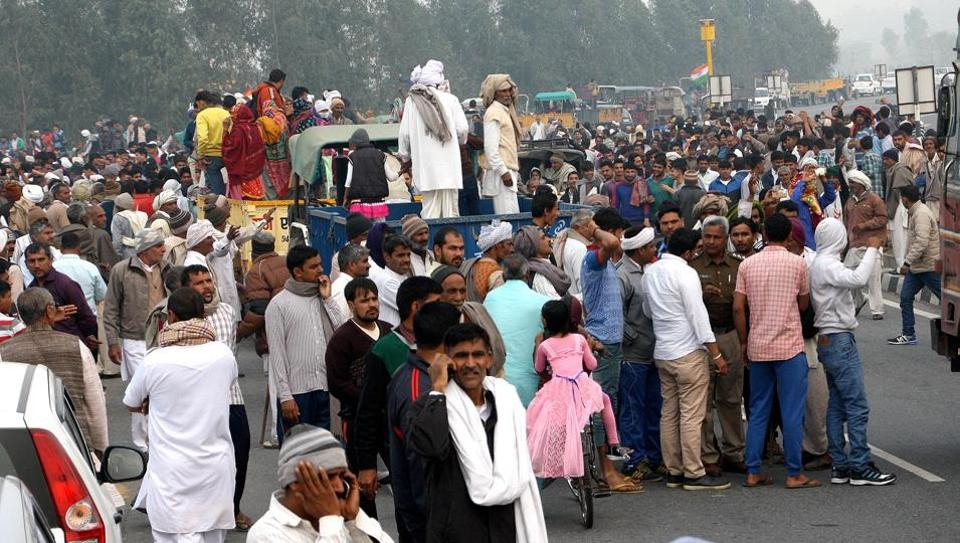 Situation turned tense when protesters refused to back off from the roads and started marching ahead. However, later the Jat committee members asked the police to divert traffic.