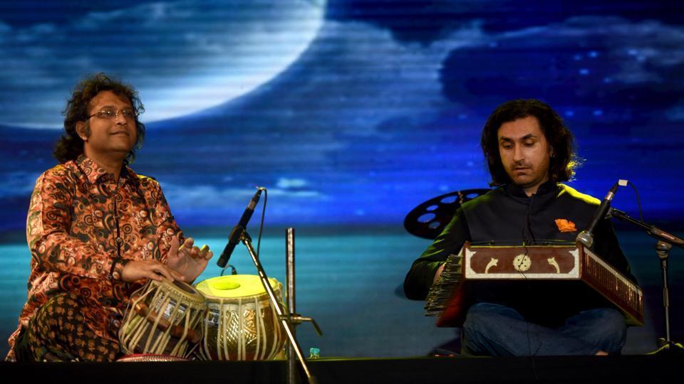 Mukundraj Deo (left) and Rahul Sharma at theHT Kala Ghoda Arts Festival, at Cross Maidan on Sunday.