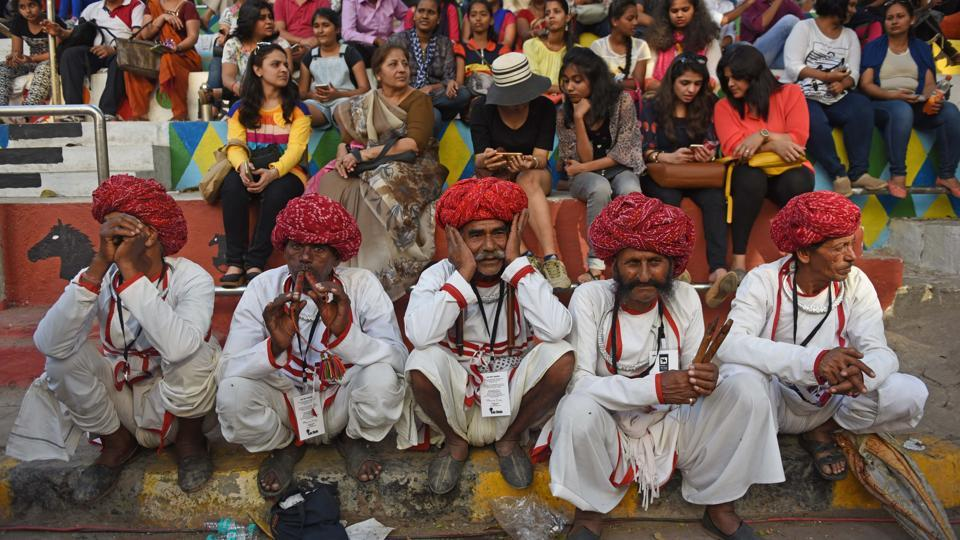 Traditional folk artists wow the crowd with their performance. (Pratik Chorge/HT )