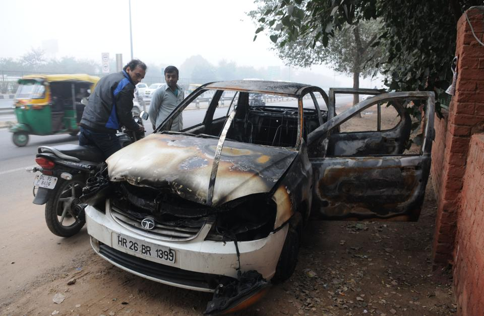 A Tata indigo caught fire on the Delhi-Gurgaon Expressway on Sunday. Police suspect a short circuit triggered the fire.