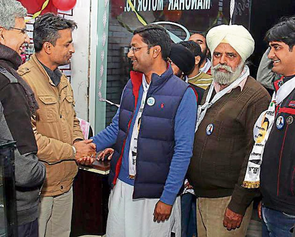 Aam Aadmi Party candidate Deepak Bansal (centre) claims that Dera Sacha Sauda's call for support to the SAD-BJP combine had no impact on the party's vote bank.