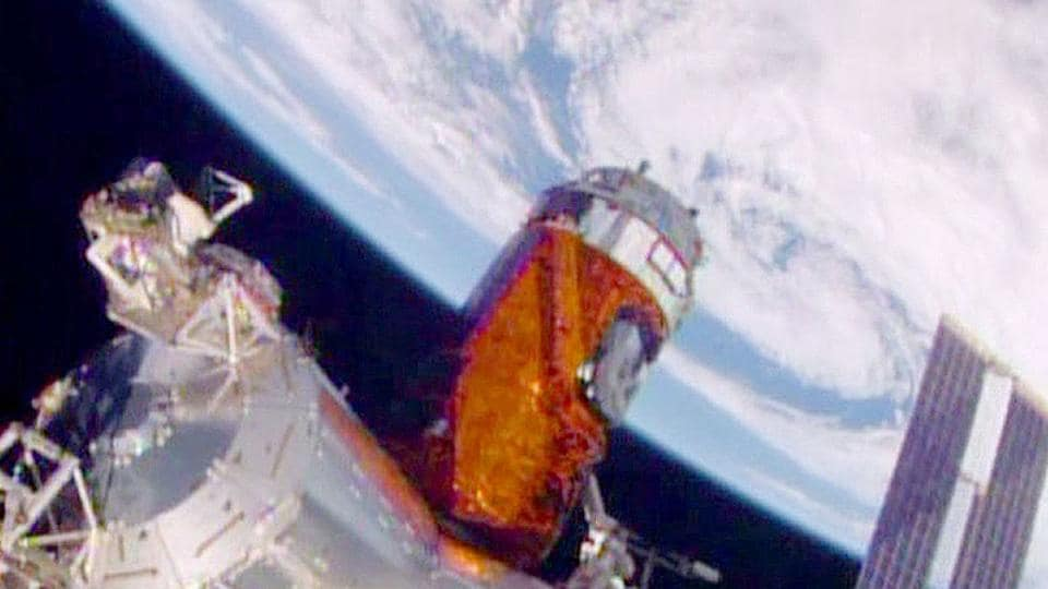 Japan Aerospace Exploration Agency's  H-II Transfer Vehicle Kounotori 6 (HTV6) failed to achieve one of the mission objectives of removing space debris.