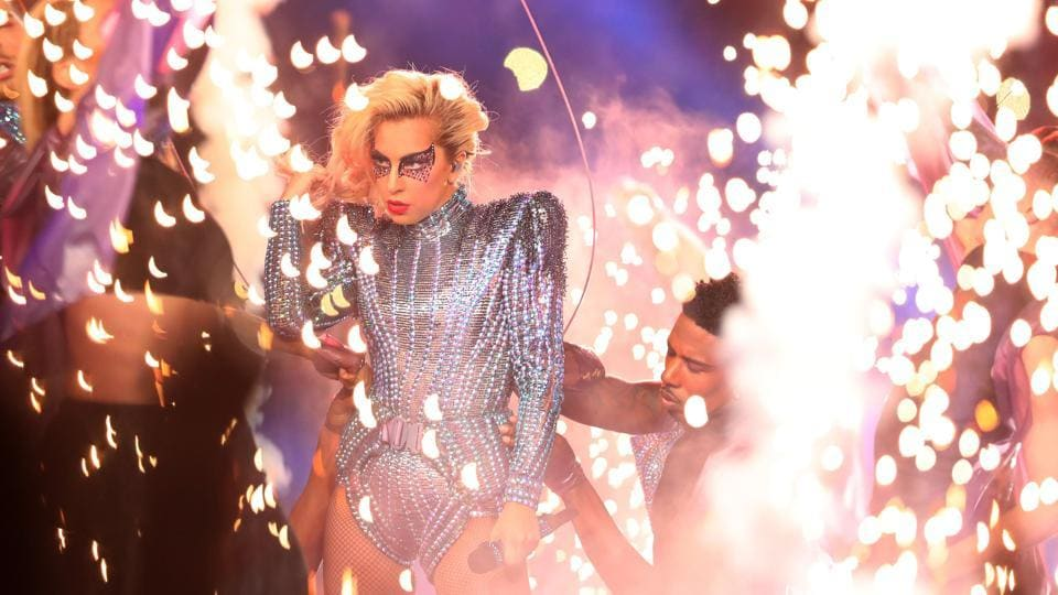 HLady Gaga dropped from the top of Houston's NRG Stadium to open her halftime show and dropped the mic at the end, offering a program that delivered high-energy hits and an inclusive theme. (FP)