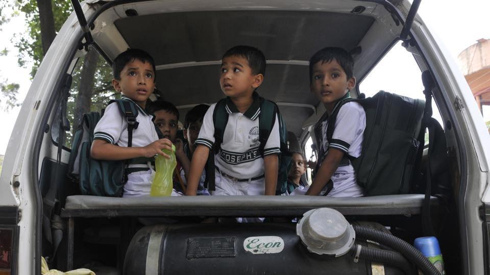 Schoolchildren,CNG cylinders,School bus