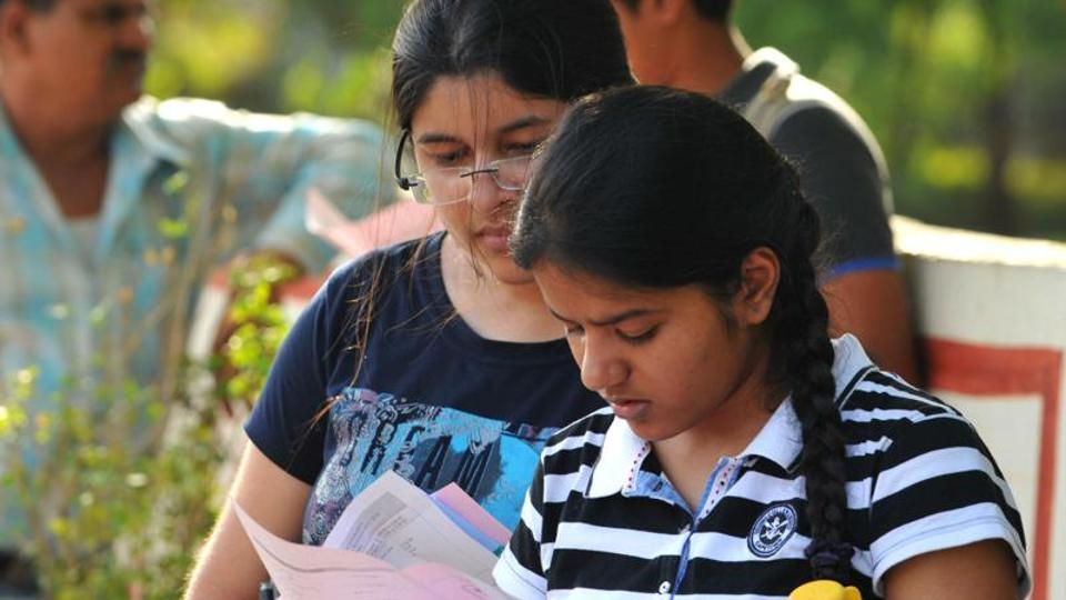 The Madhya Pradesh Public Service Commission (MPPSC) on Monday issued the admit card of State Eligibility Test (SET) Examination 2017 on its official website.