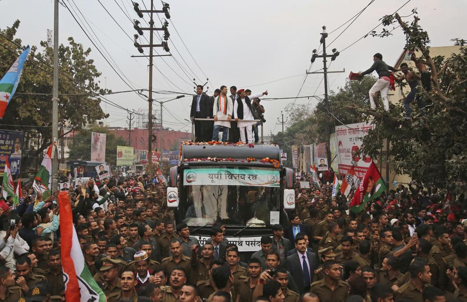 Uttar Pradesh CM Akhilesh Yadav and Congress vice-president Rahul Gandhi campaign in Agra ahead of the Uttar Pradesh assembly polls.