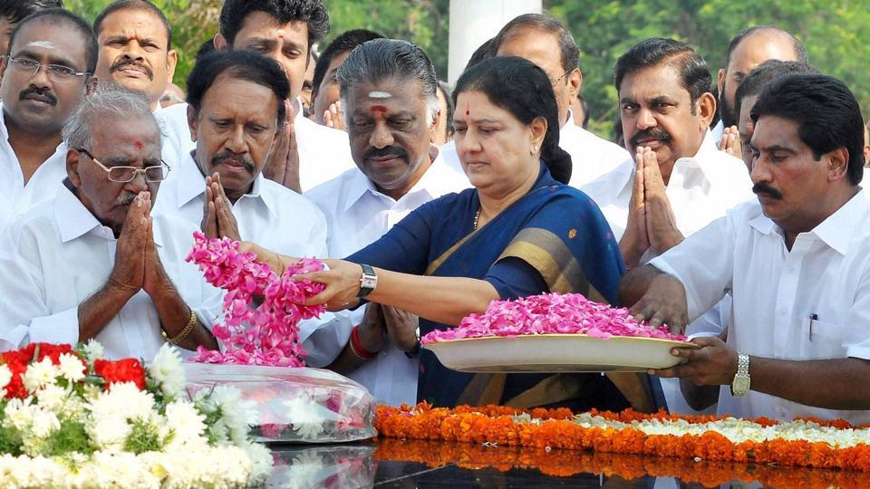 AIADMK general secretary VK Sasikala pays tribute to former Tamil Nadu chief minister CN Annadurai on his 48th death anniversary in Chennai on February 3, 2017.
