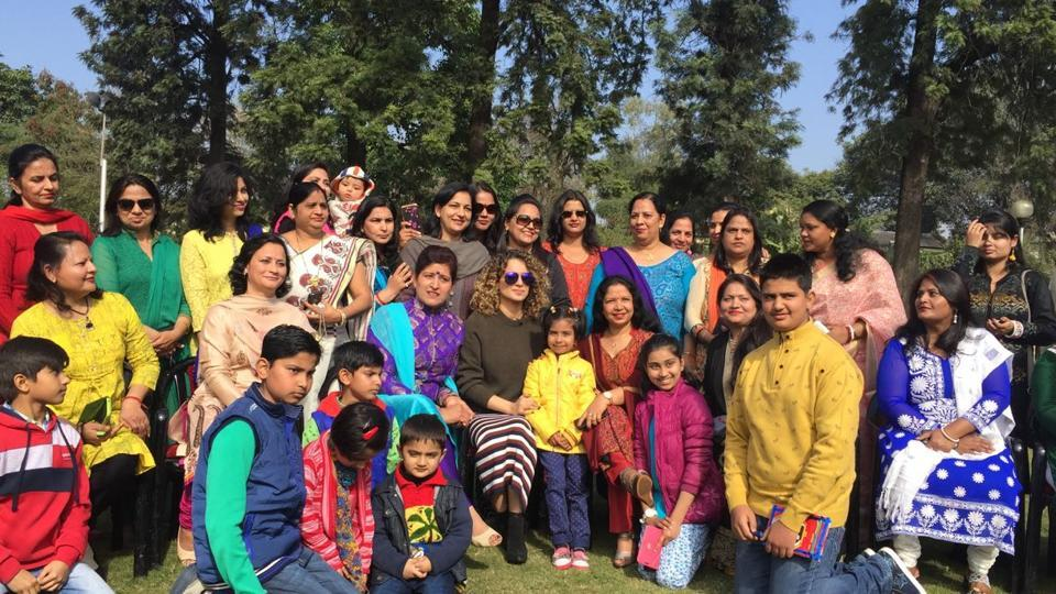 Kangana Ranaut poses with the families of soldiers in Jammu.