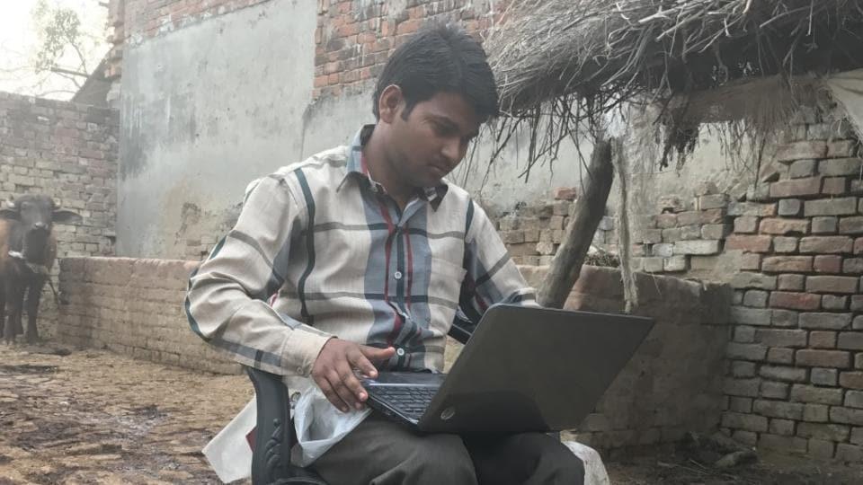Akhilesh Yadav,UP assembly elections,Akhilesh's free laptops