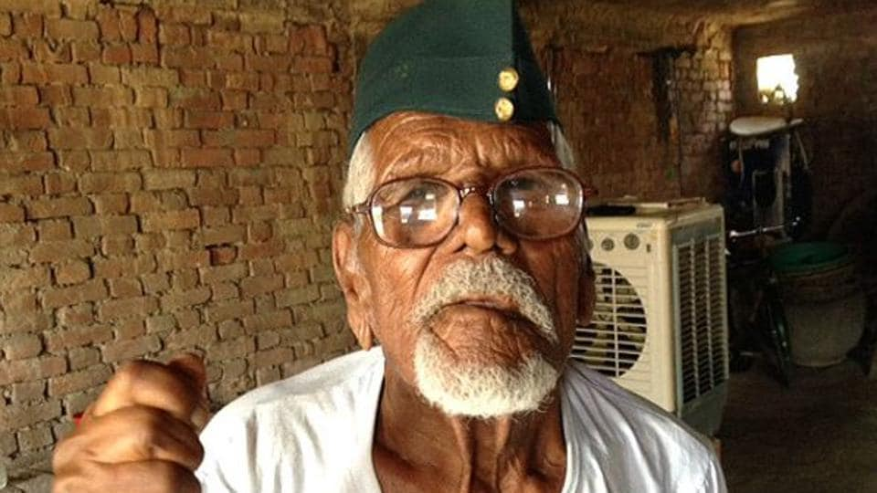 Colonel Nizamuddin, a close confidant of Netaji Subhash Chandra Bose, breathed his last at his residence in Dhakwa area of Mubarakpur, Azamgarh on Monday morning.