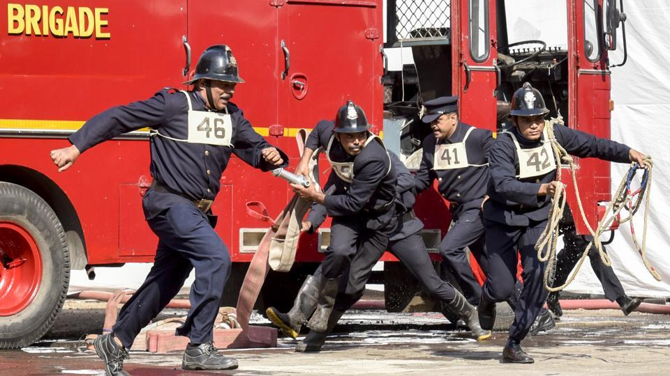 Personnel during the Angus Ladder motor pump rescue drill. (Kunal Patil/Ht photo)