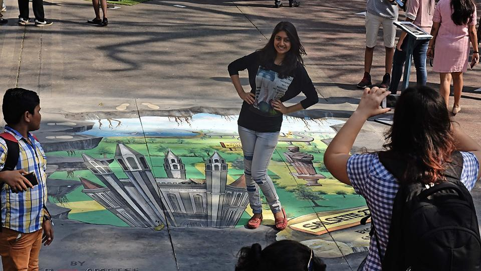 This 3D painting catches the eye and the cameras.  (Pratham Gokhale/HT PHOTO)