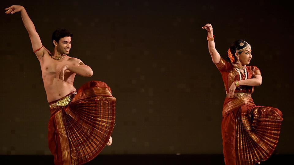 Dancer Mallika Sarabhai performs with her son, Revanta, at the Hindustan Times Kala Ghoda Arts Festival 2017 at Cross Maidan on Tuesday. (Anshuman Poyrekar/HT PHOTO)
