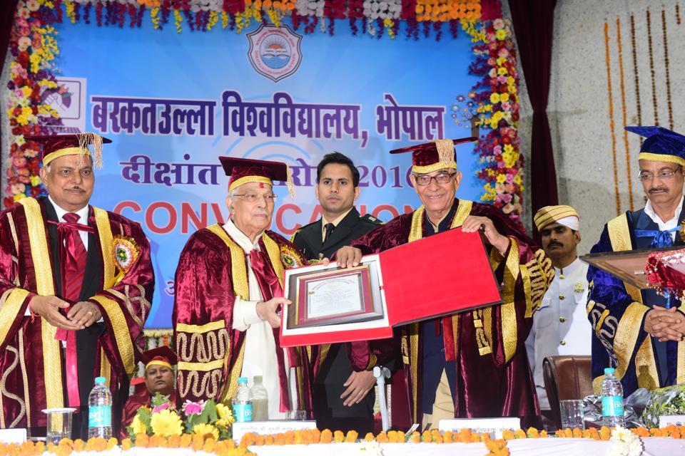 Madhya Pradesh governor OP Kohli presenting honorary degree DSc to former union minister and veteran BJP leader Murli Manohar Joshi during convocation ceremony of Barkatullah University, Bhopal on February 6, 2017.