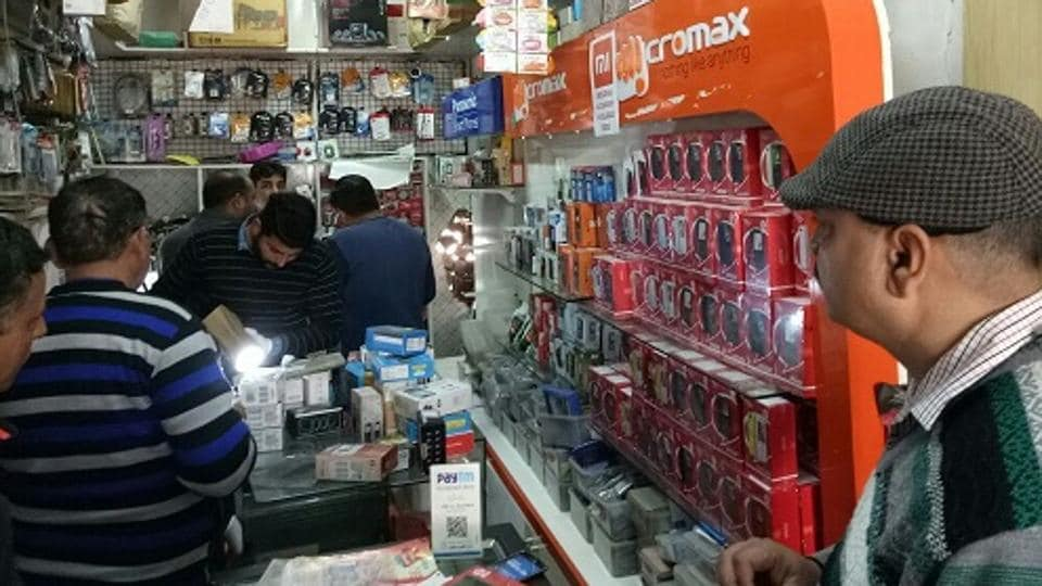 Seema Mobile Communication shop in Manimajra.
