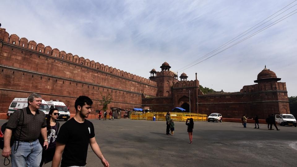Red Fort well