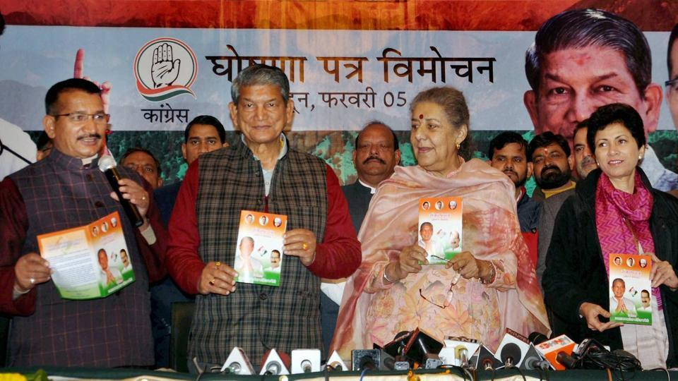 Uttarakhand CM Harish Rawat with Congress leader Ambika Soni and others releasing the party's manifesto for the upcoming assembly elections.