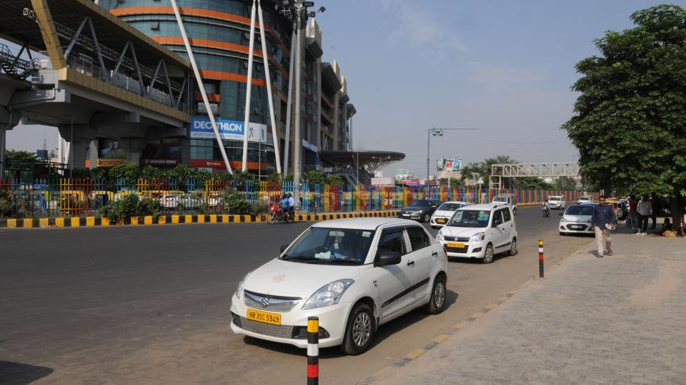 The Delhi government may be considering a ban on shared cab services but people say it is a bad move.