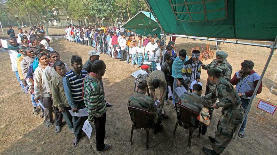 People queue up to open zero balance A/C of Pradhan Mantri Jan Dhan Yojana, at Santiniketan in Birbhum district of West Bengal.