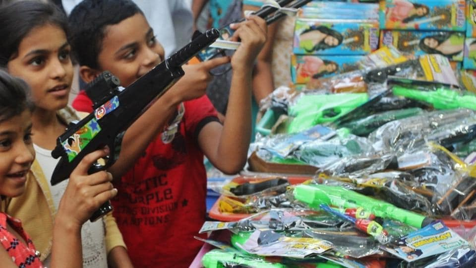 Toy guns,Bedfordshire,UK cops question boys over toy guns
