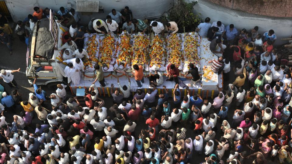 Locals gather in large numbers to pay their respects to the seven friends who died in the highway accident, at Vile Parle (East) on Thursday.