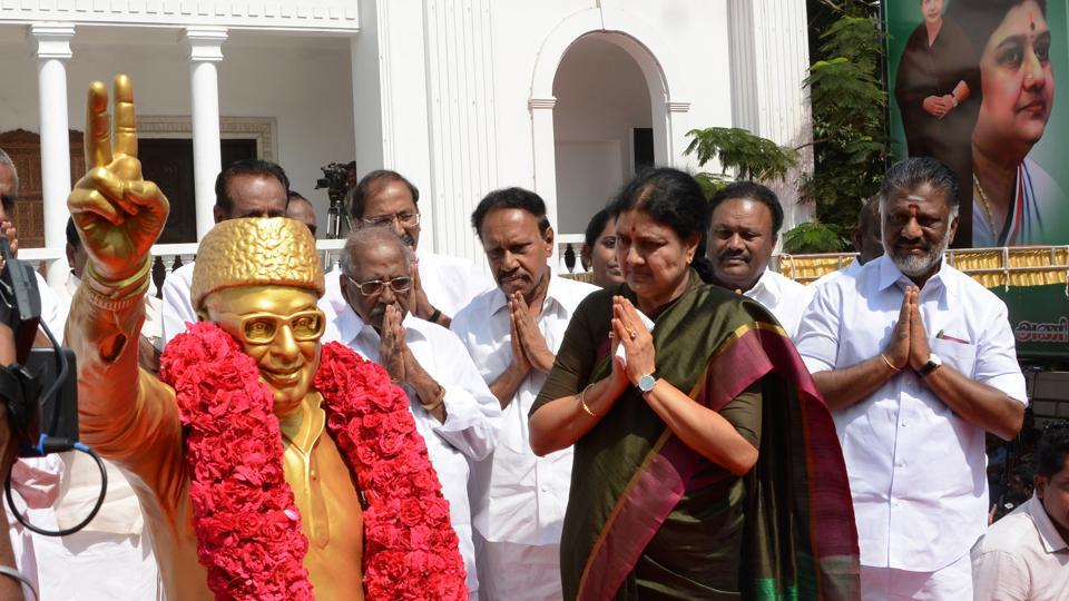 The AIADMK power game between Sasikala Natrajan, a close friend and confidante of former Tamil Nadu chief minister Jayalalithaa, and the incumbent CM O Panneerselvam, is the not the first one where horse-trading before a floor test is likely.