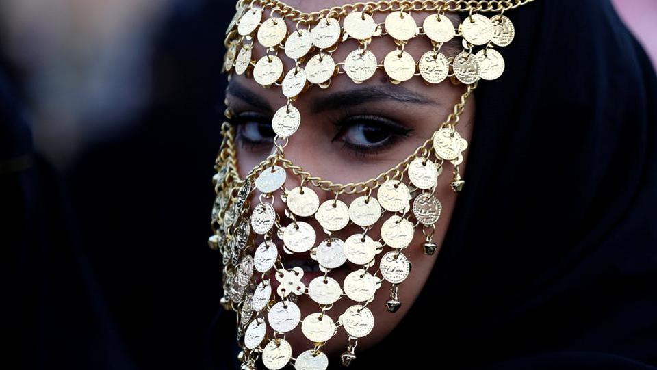 A woman attends Janadriyah Cultural Festival on the outskirts of Riyadh, Saudi Arabia February 8, 2017.  (Faisal Al Nasser  / REUTERS)