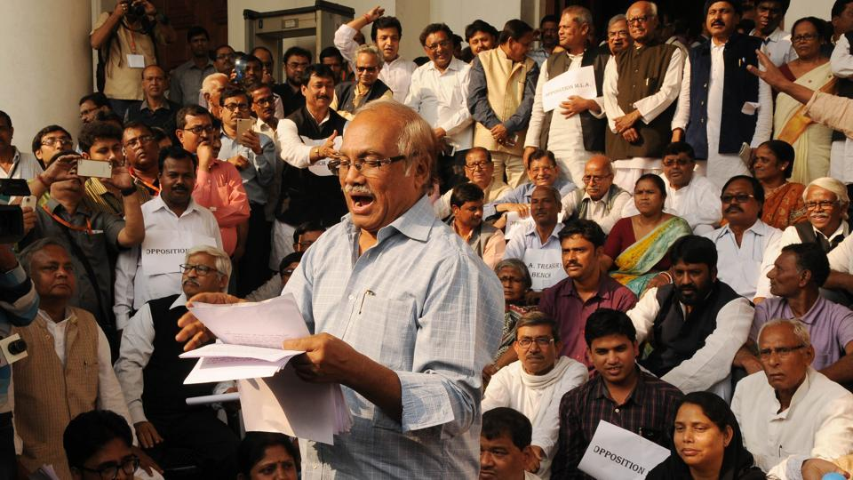opposition boycotts bengal budget holds mock session outside
