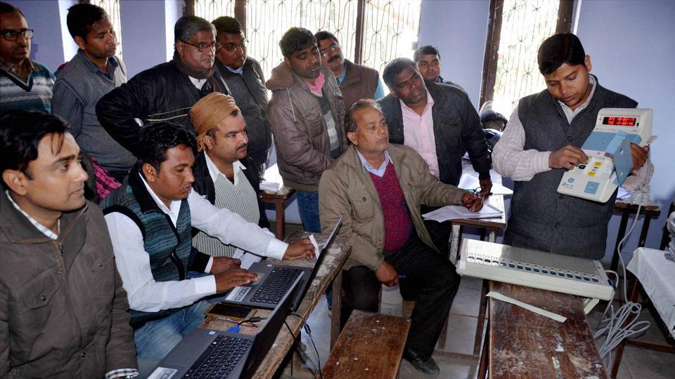 Officials demonstrate Electronic Voting Machines (EVMs) to poll officers at a training camp ahead of the Uttar Pradesh Assembly elections, in Mirzapur on Friday.