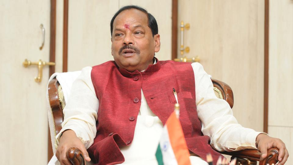 Chief Minister Raghubar Das addressing media at his residence in Ranchi