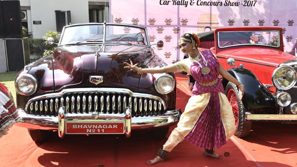 Apart from showcasing India's rich automotive heritage to the world, the rally also takes up a social cause every year. (Mohd Zakir/HT PHOTO)