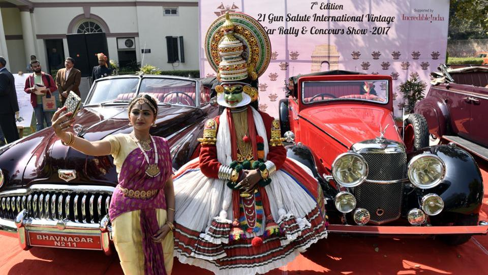 Classical dancers take a selfie in front of vintage cars during the media preview for the upcoming 21 Gun Salute vintage car rally in New Delhi, India. The 21 Gun Salute International Vintage Car Rally & Concours Show will commence on February 17 at the India Gate. (Mohd Zakir/HT PHOTO)