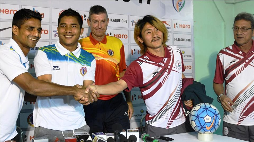 East Bengal's Mehtab Hossain (left)and Robert Lalthlamuana shake hands with Mohun Bagan captain Katsumi Yusa as East Bengal coach Trevor Morgan (centre)and Mohun Bagan coach Sanjoy Sen (right)look on, ahead of their I-League derby in Siliguri, on Saturday.